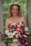 Novia con las flores Imágenes de archivo libres de regalías