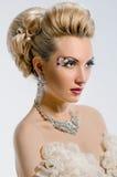 Novia con maquillaje y el peinado creativos Fotos de archivo libres de regalías