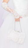 Novia con un pequeño bolso blanco Imagen de archivo