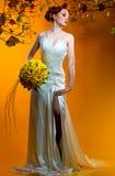 Novia con un ramo de flores Imágenes de archivo libres de regalías