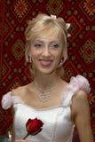 Novia con una rosa Imagen de archivo libre de regalías