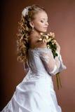 Novia de lujo con el peinado de la boda Imagen de archivo libre de regalías