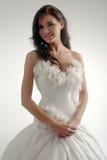 Novia de lujo en vestido del ajuste de forma Fotos de archivo libres de regalías