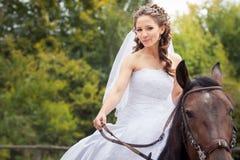 Novia en caballo Fotos de archivo libres de regalías