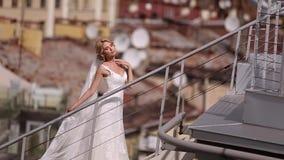 Novia en el tejado almacen de video