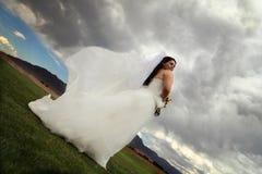 Novia en el viento Foto de archivo libre de regalías