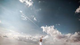 Novia en entonces el cielo Fotografía de archivo libre de regalías