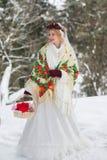 Novia en estilo rojo del ruso de la bufanda Imagen de archivo