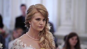 Novia en la ceremonia de boda metrajes