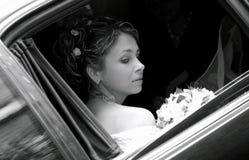 Novia en limusina del coche de la boda Imagen de archivo libre de regalías