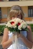 Novia feliz con las flores Imagen de archivo libre de regalías