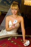 Novia feliz en un casino imagen de archivo