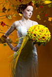 Novia hermosa con un ramo de flores Imagenes de archivo