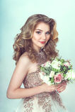 Novia hermosa en alineada de boda Fotos de archivo