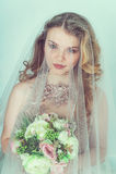 Novia hermosa en alineada de boda Fotos de archivo libres de regalías
