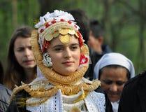 Novia joven de Gorani en traje tradicional Fotografía de archivo