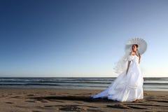 Novia joven hermosa en su día de boda fotografía de archivo