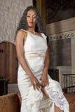 Novia negra hermosa en vestido de boda Imagenes de archivo