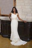 Novia negra hermosa en vestido de boda Foto de archivo