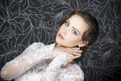 Novia profesional del peinado del maquillaje Imágenes de archivo libres de regalías