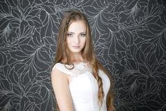Novia profesional del peinado del maquillaje imagen de archivo
