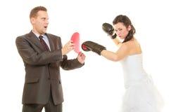 Novia que encajona a su novio en la boda fotografía de archivo libre de regalías