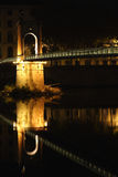 Novia sobre el río en la ciudad de Lyon Fotografía de archivo