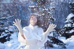 Novia y nieve Imágenes de archivo libres de regalías