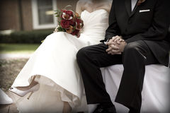 Novia y novio en la ceremonia de boda Fotos de archivo
