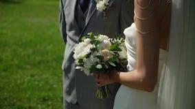 Novia y novio en la ceremonia de boda almacen de metraje de vídeo