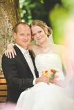 Novia y novio en su día de boda Fotos de archivo libres de regalías