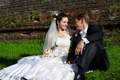 Novia y novio felices Imágenes de archivo libres de regalías