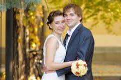 Novia y novio hermosos fotografía de archivo