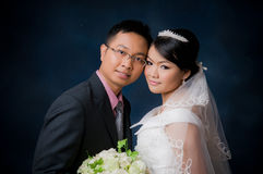 Novia y novio, par asiático Foto de archivo libre de regalías