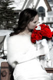 Novia y rosas rojas Fotografía de archivo