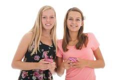 Novias con smartphone Imagen de archivo