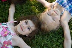 Novias en la hierba Foto de archivo