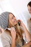 Novias que escuchan la música Fotos de archivo libres de regalías