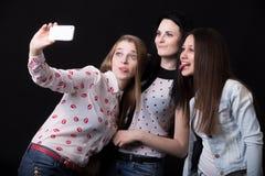 Novias que toman el selfie Imagenes de archivo