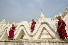 Novices en Birmanie Photographie stock