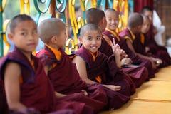 Novices tibétains dans Bodh Gaya, Inde Photographie stock libre de droits