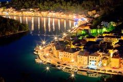 Novigrad Dalmatinski strand på den flyg- sikten för afton Arkivfoton