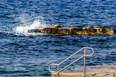 Novigrad - het strand en de golven van Cittanova Royalty-vrije Stock Foto