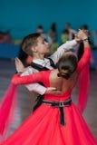 Novikov Yaroslav en Murza Alina Perform jeugd-1 Standaardprogramma Stock Afbeeldingen