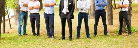 Novio With Best Man y padrinos de boda en la boda Foto de archivo