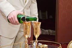 Novio y champán Imágenes de archivo libres de regalías