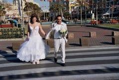 Novio y novia fotos de archivo