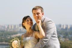 Novio y novia sonrientes del retrato fotos de archivo