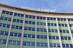 Novo Banco Bank in Marques de Pombal Square wordt gevestigd dat stock foto's
