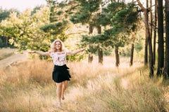 Novo consideravelmente mais a mulher de riso de sorriso feliz caucasiano da menina do tamanho Foto de Stock